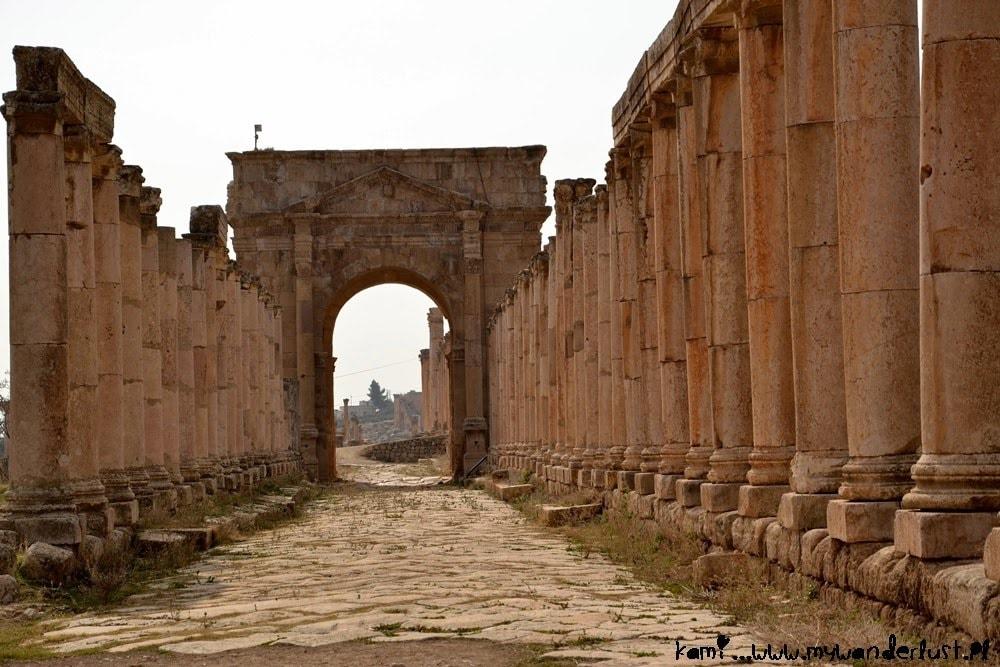 jerash_street_columns