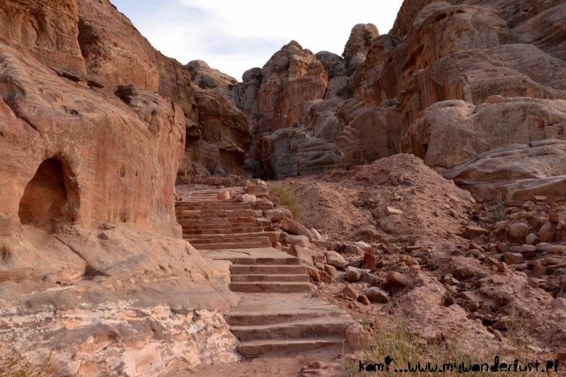hiking-in-petra
