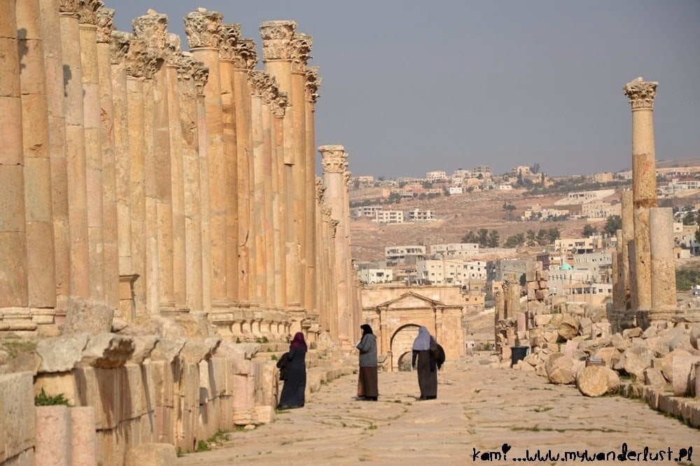 jerash_street_people