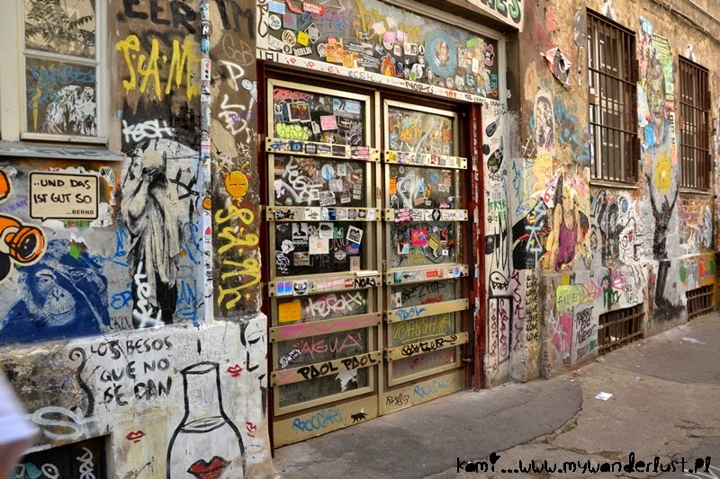Hackesche Hof street art