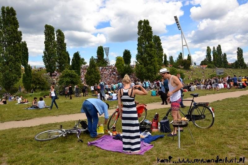 Mauerpark on Sunday afternoon
