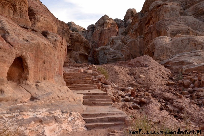 hiking-in-petra