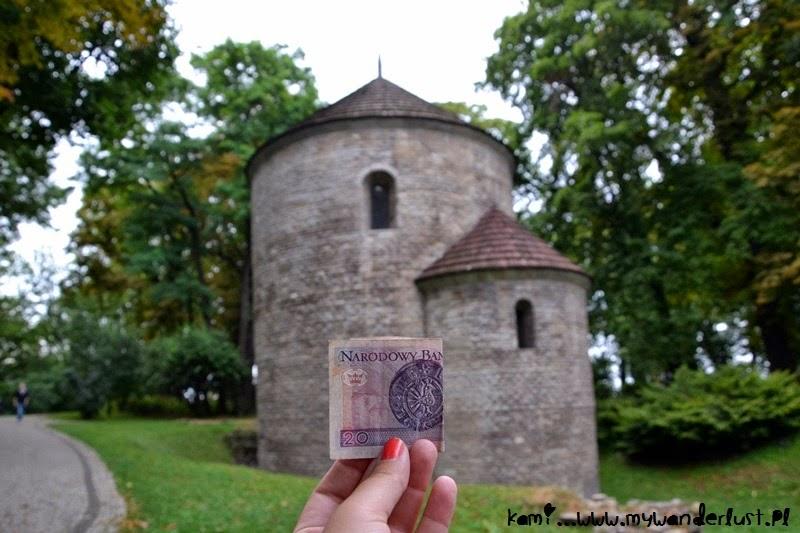 Roman rotunda and 20zł bill