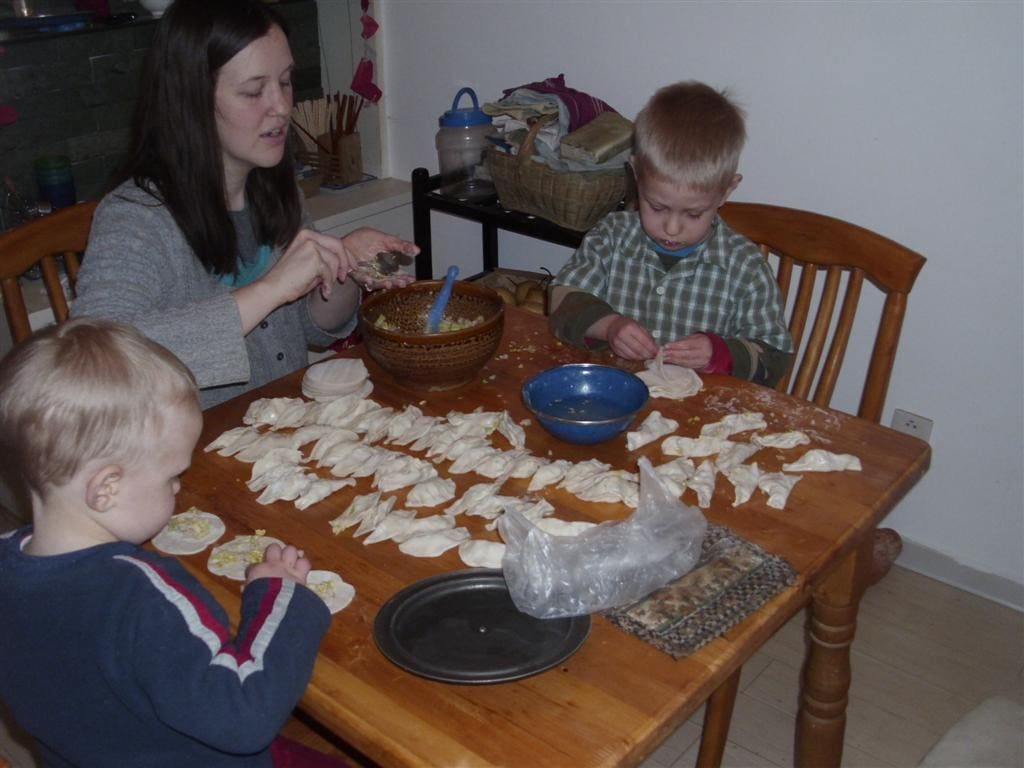 Chinese Food Foreigners Love making jiao zi (Large)